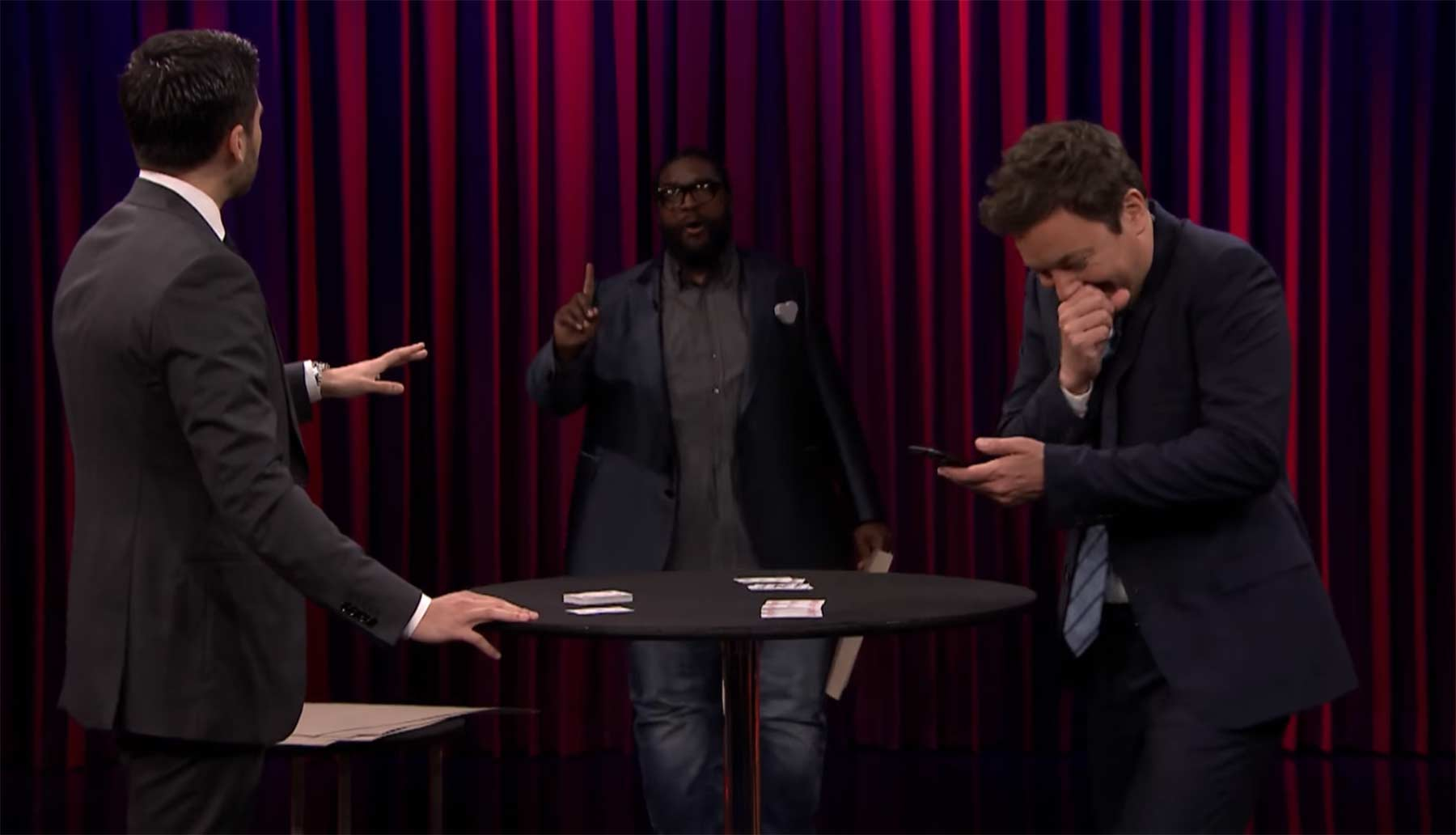 Abgefahrener Kartentrick von Dan White Magician-Dan-White-Freaks-Out-Jimmy-and-Questlove