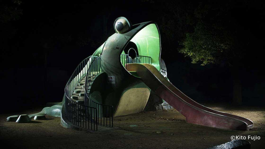 Japanische Spielplätze bei Nacht