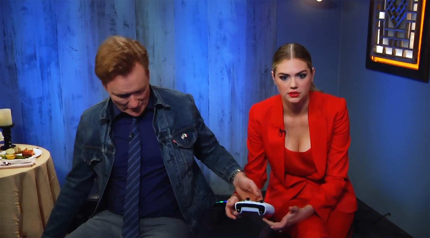 """Conan spielt """"Cuphead"""" mit Kate Upton"""