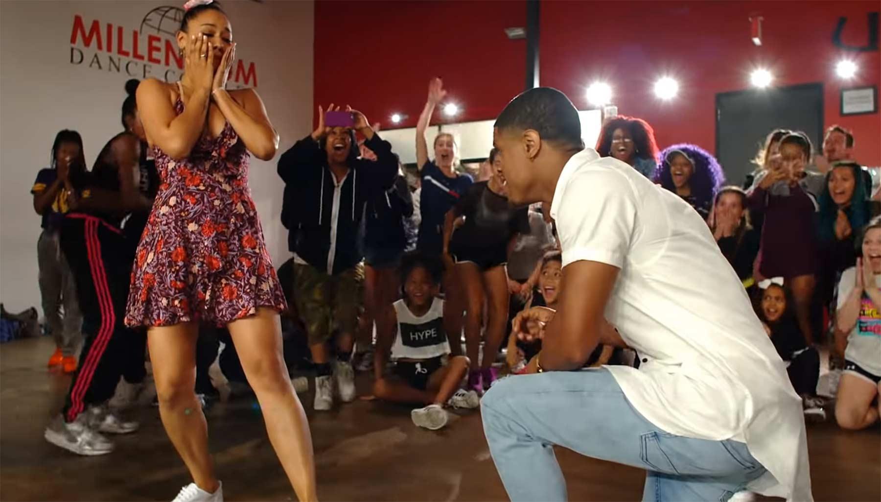 Choreograph macht Antrag während des Tanzes antrag-beim-tanzen