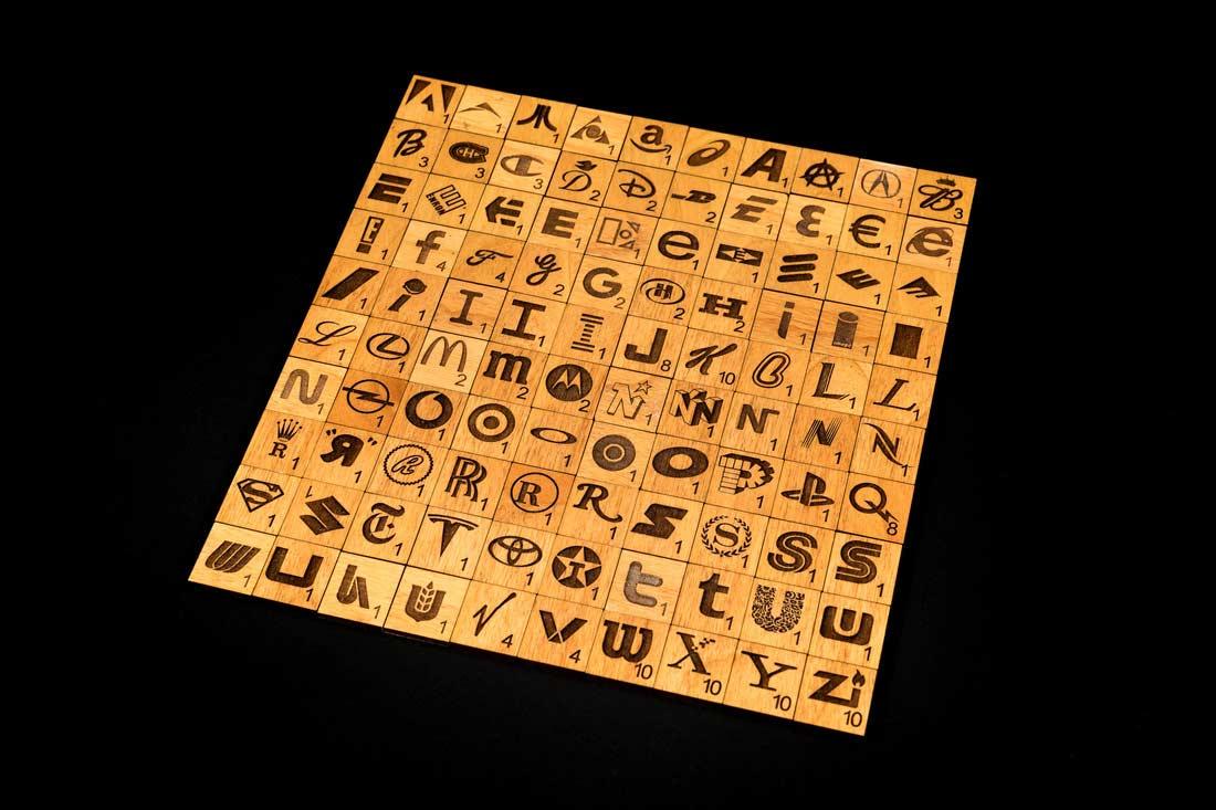 Holz-Scrabble mit Buchstaben aus Markenlogos holzscrabble_04