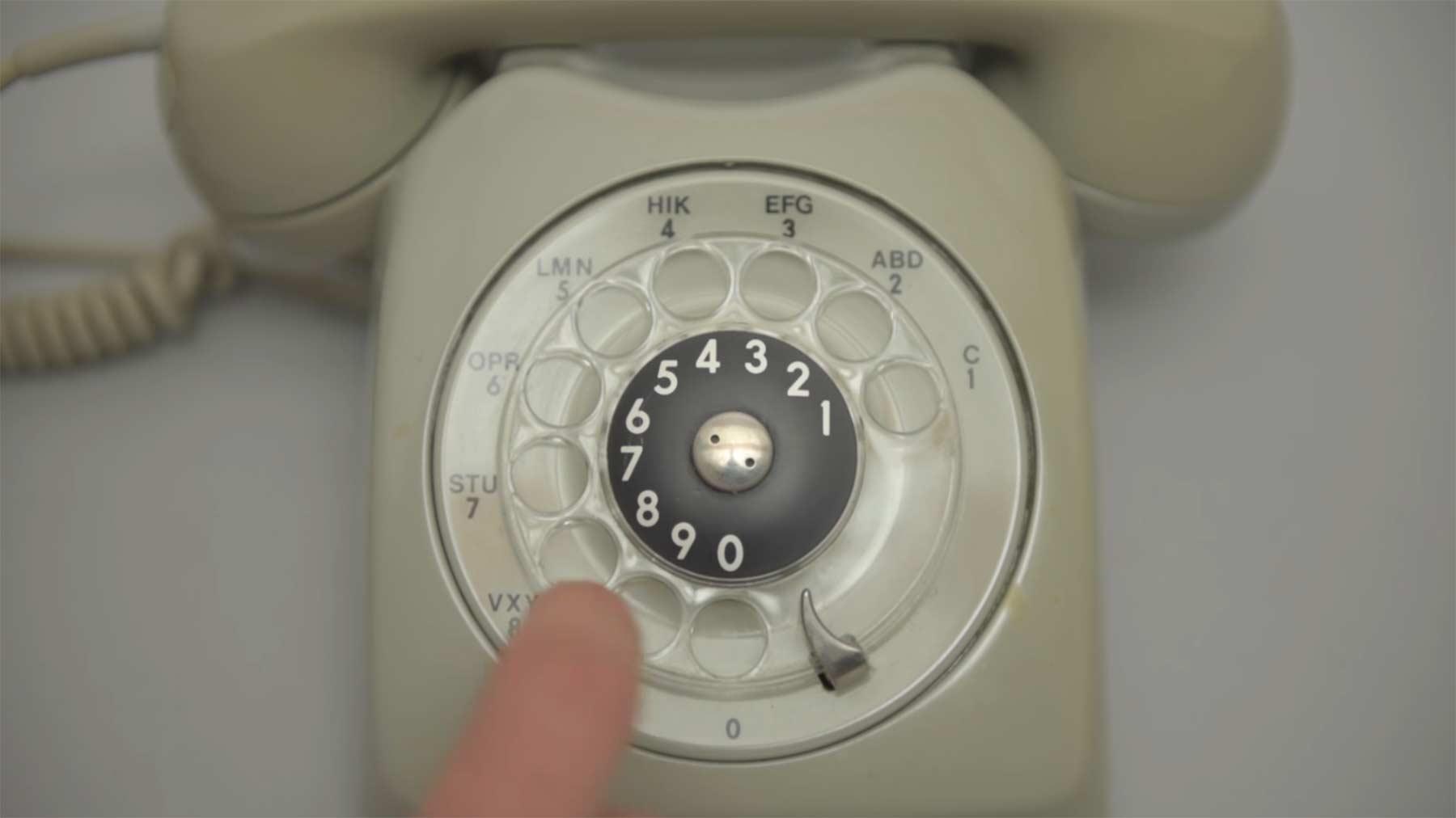 Mittels Wählscheibentelefon ins Internet