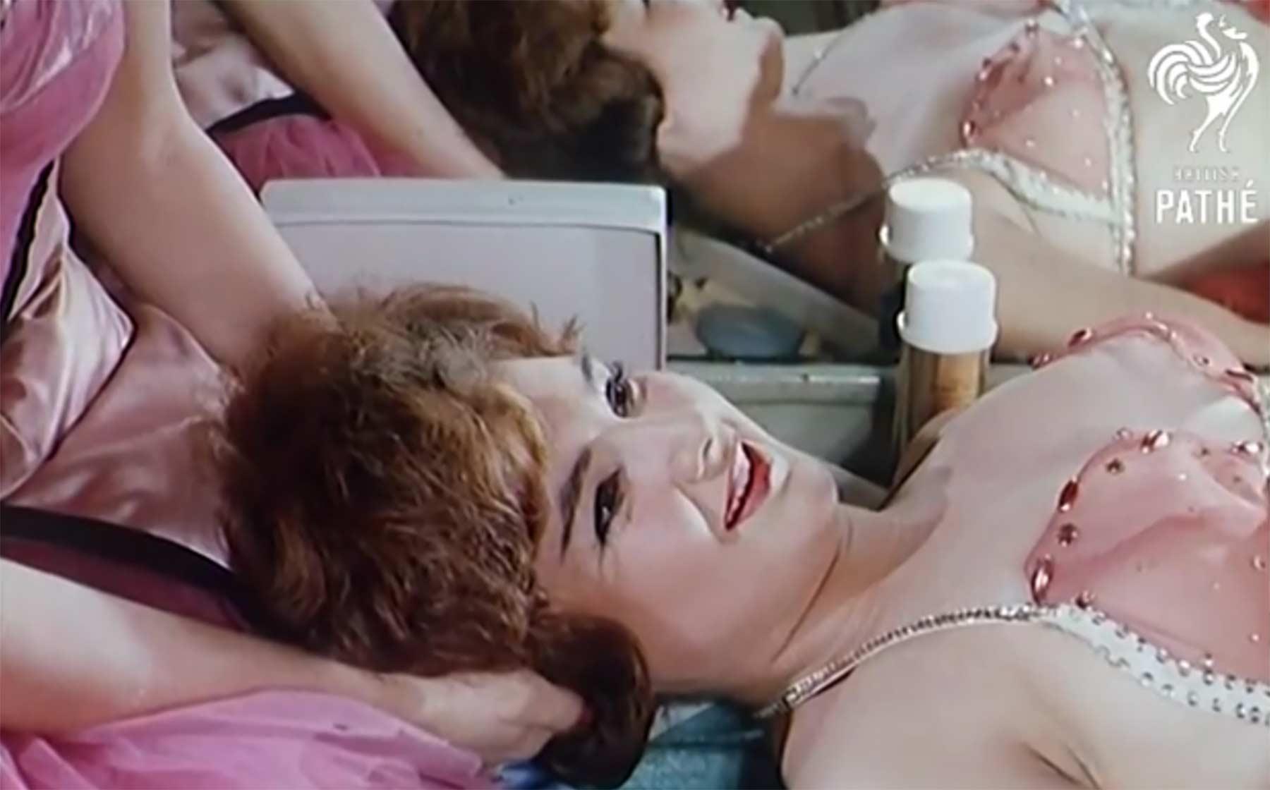 Wie Showgirls in den 60ern den Schluckauf bekämpft haben