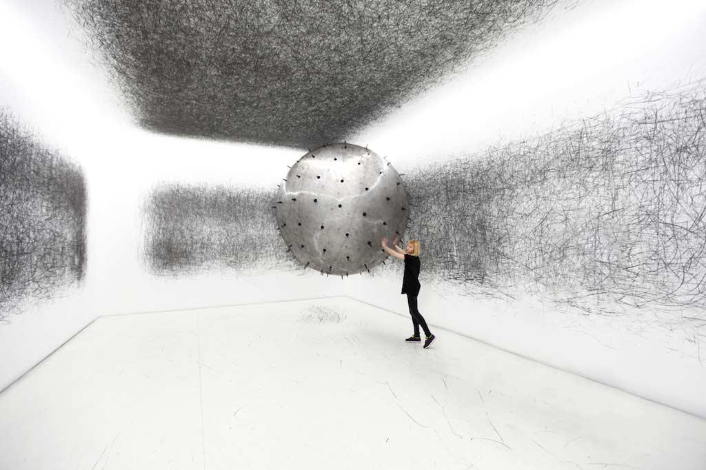 Gigantischer Heliumballon kritzelt Museumswände voll ADA-2017-Karina-Smigla-Bobinski