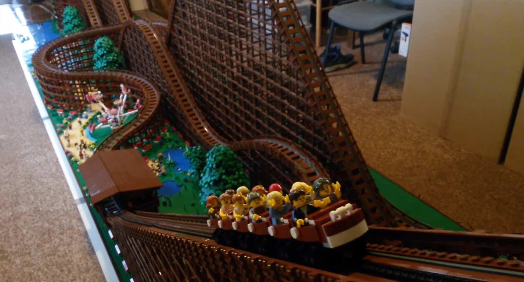 Holzachterbahn aus LEGO LEGO-Achterbahn