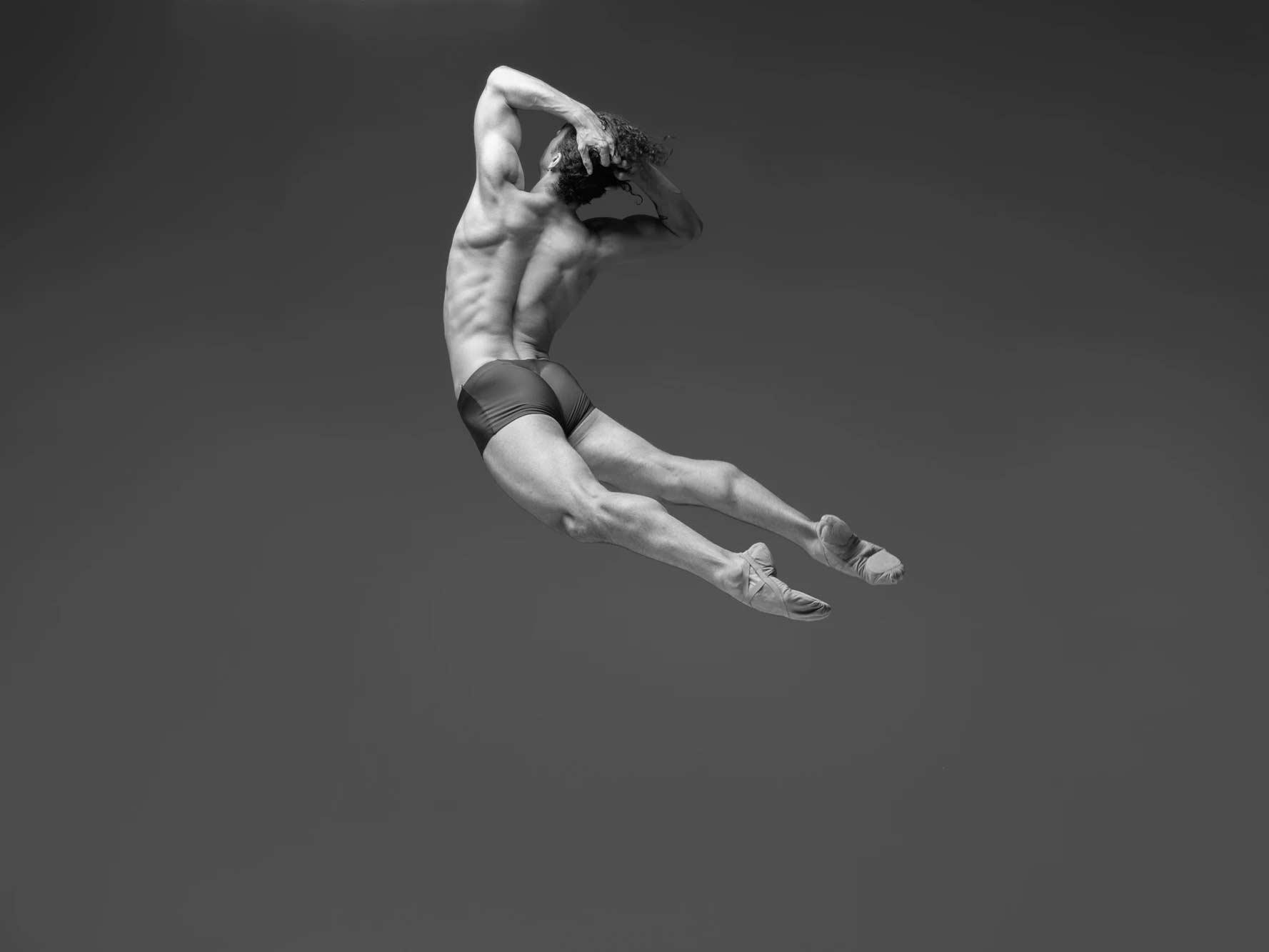 Tänzersprünge in Superzeitlupe Niv-Novak_02