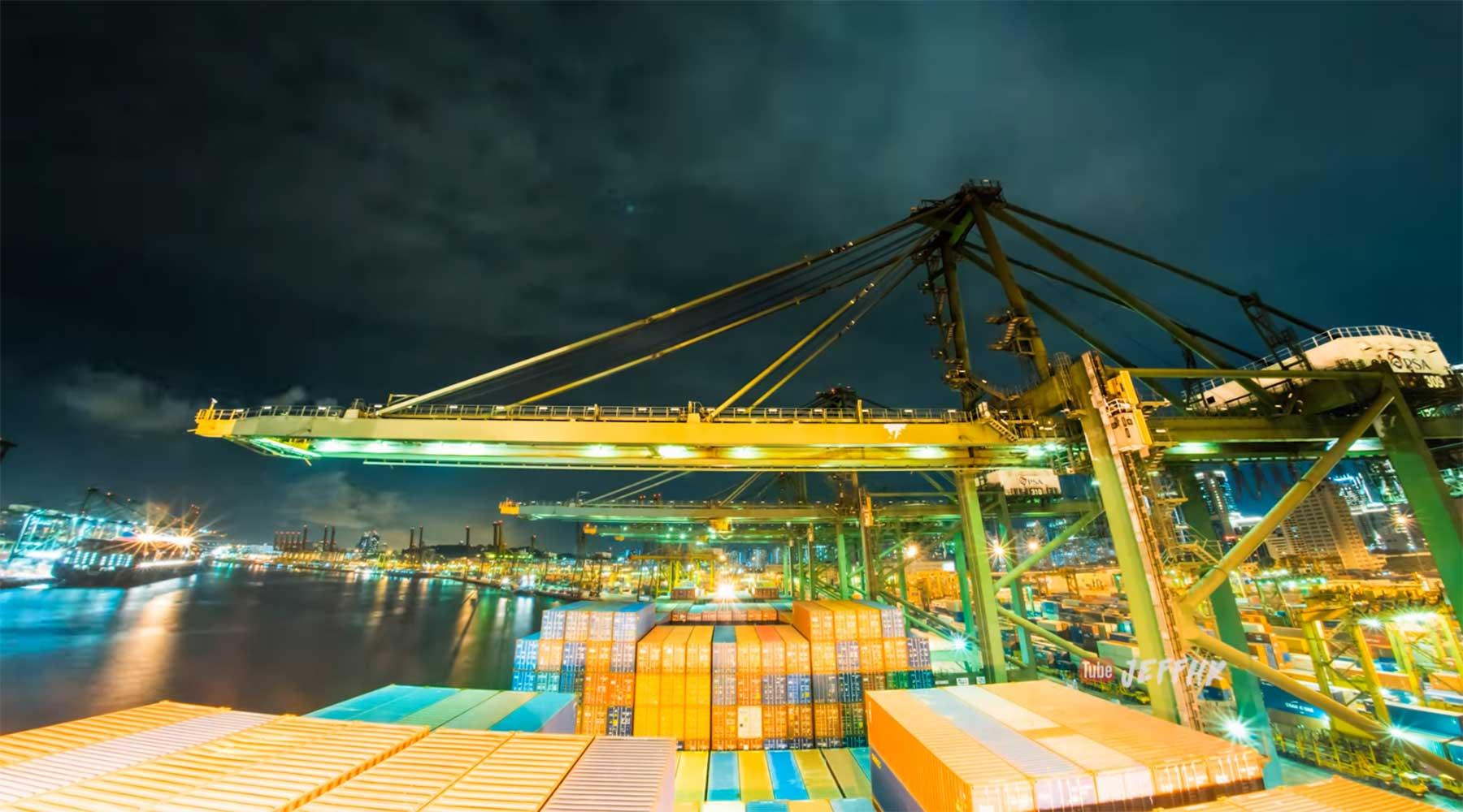 Timelapse: 30 Tage mit einem Containerschiff auf See