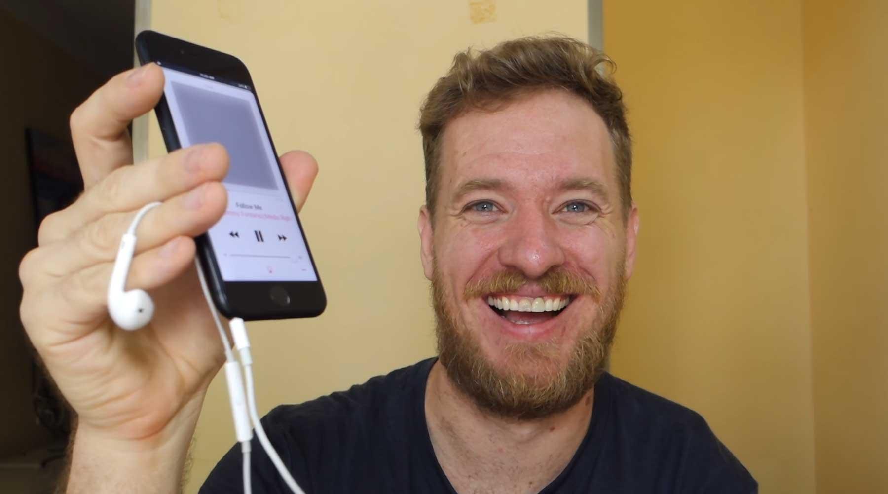 Scotty Allen hat sich einen Kopfhörereingang ins iPhone 7 gebaut