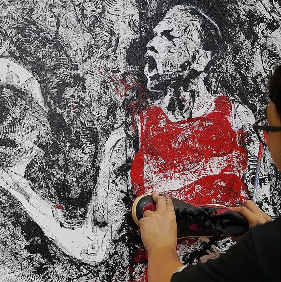 Michael Jordan mit einem Paar AIR JORDAN 1-Sneaker gemalt jordan-sneakers-portrait_03