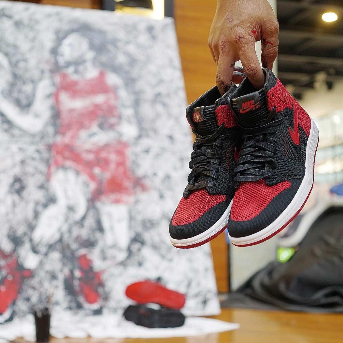 Michael Jordan mit einem Paar AIR JORDAN 1-Sneaker gemalt jordan-sneakers-portrait_06