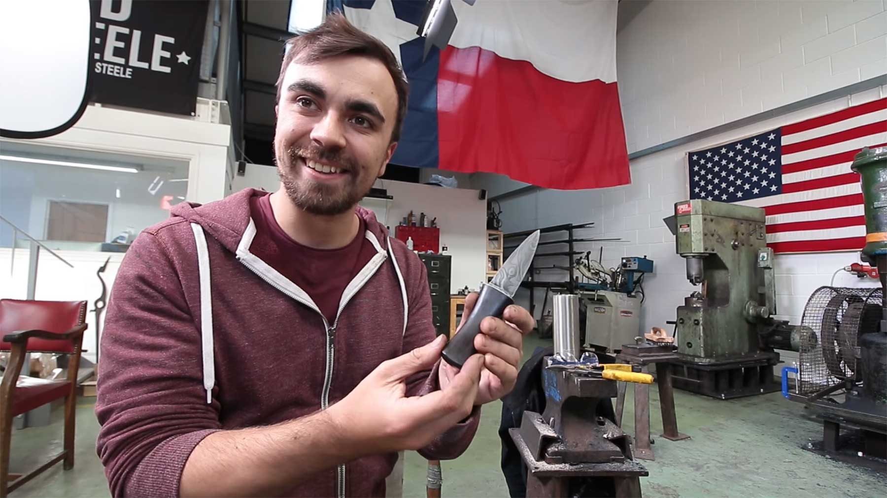 Mike Boyd lernt, ein Messer zu schmieden