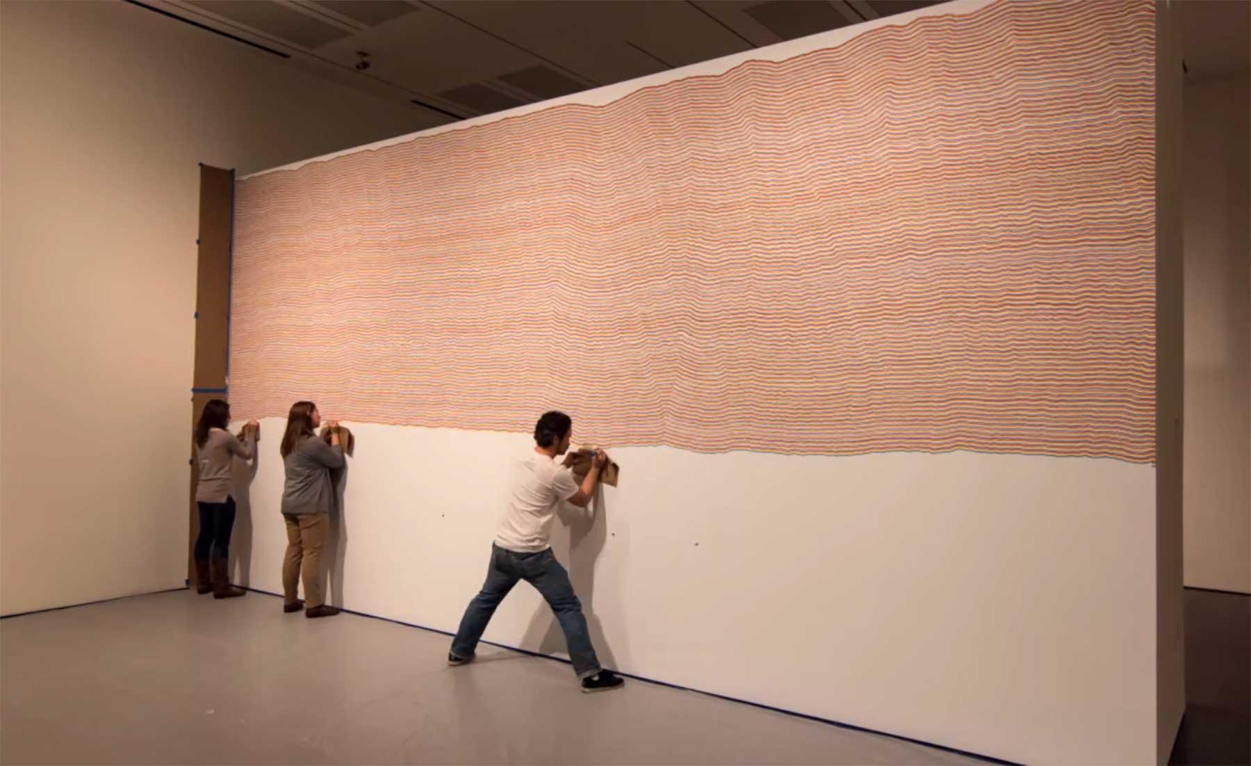 Timelapse: Eine Wand voller Linien bemalen