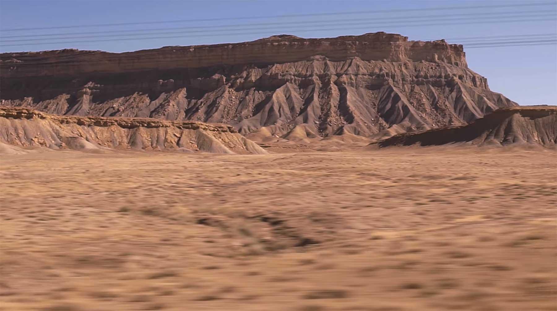 Eine Stunde mit dem Zug durch die Wüste fahren