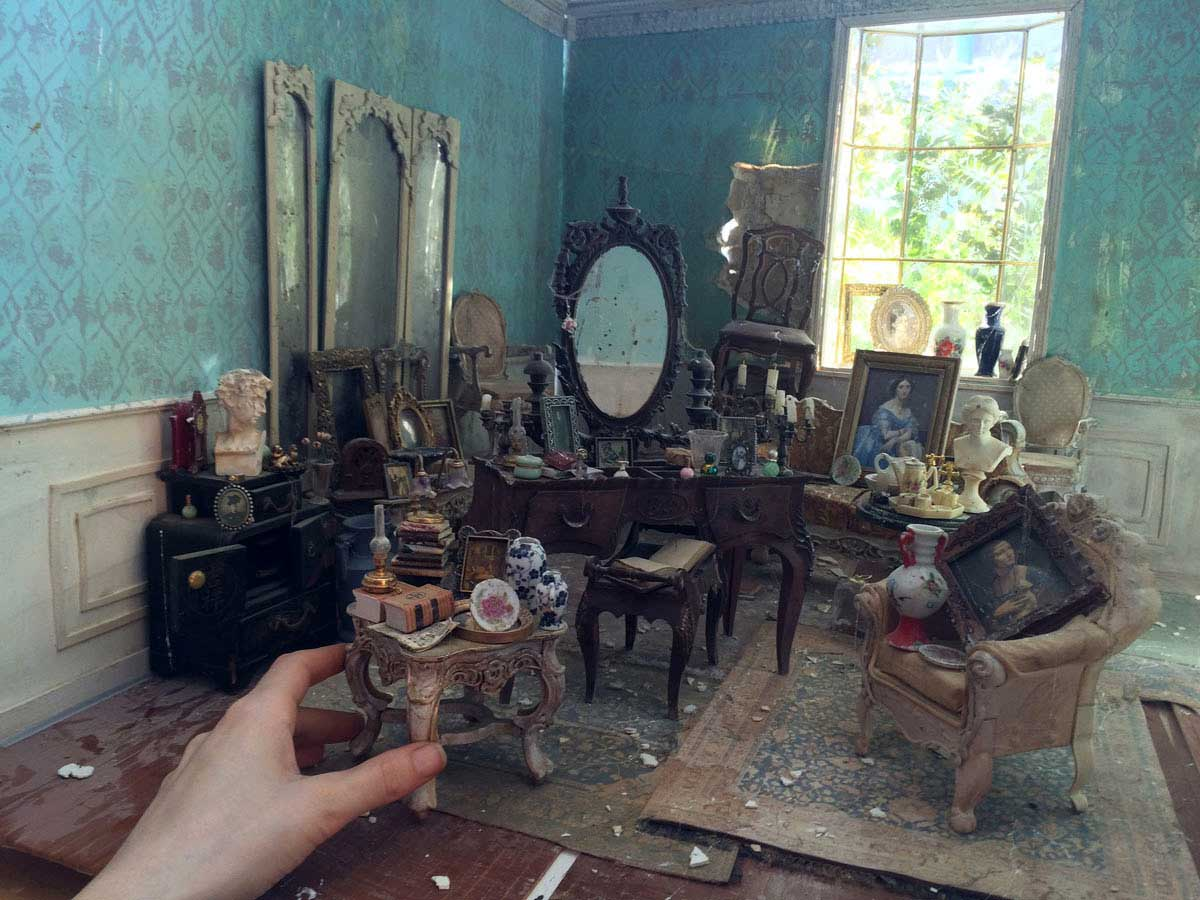Verlassen-vermüllte Miniaturzimmerchen Carrie-M-Becker_01