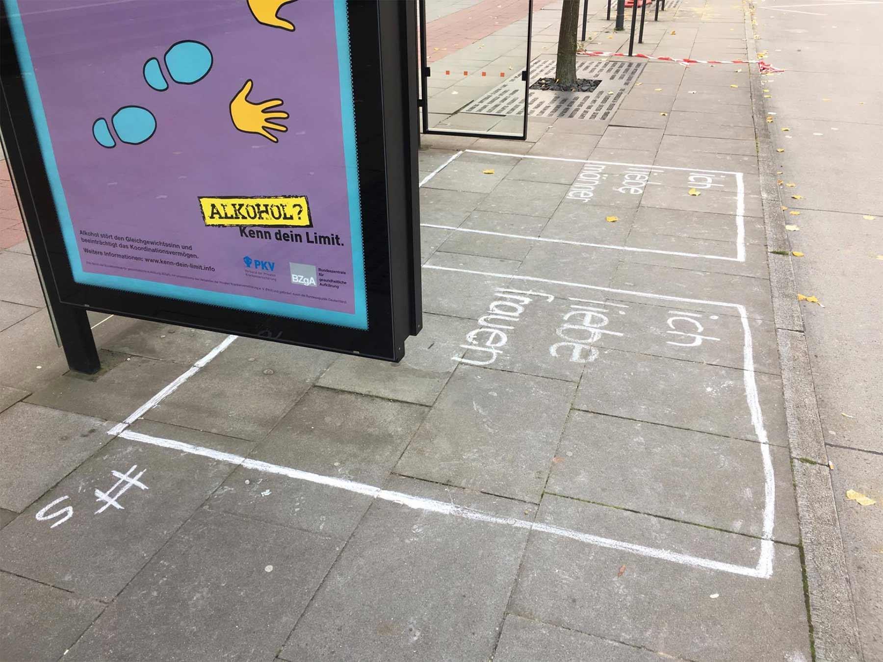 Statement-Wartebereiche an Bushaltestellen abstimmen-an-der-bushaltestelle_02