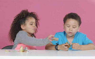 US-Kids testen deutsche Süßigkeiten