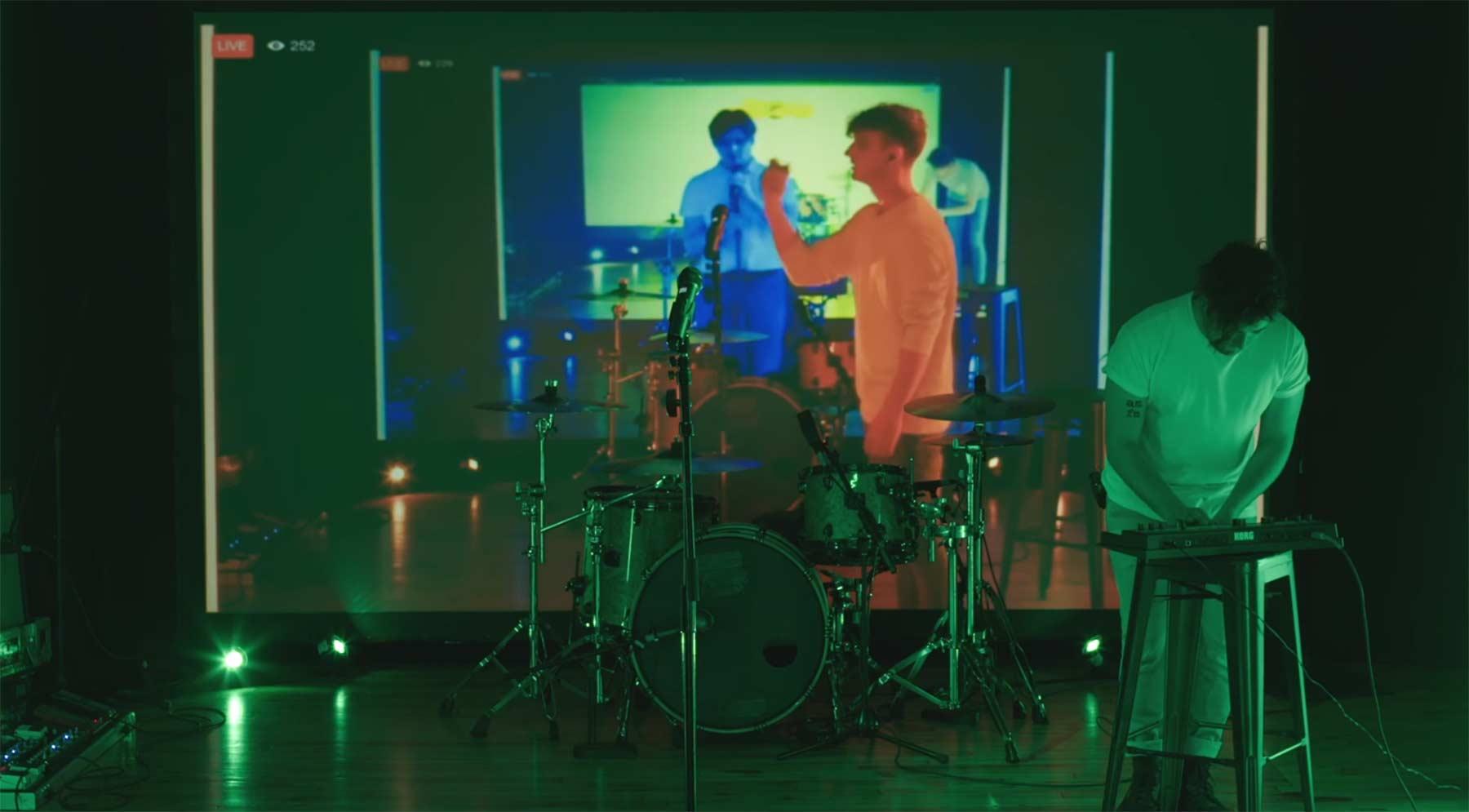 Musikvideo als Loop gegen die Facebook Live-Verzögerung