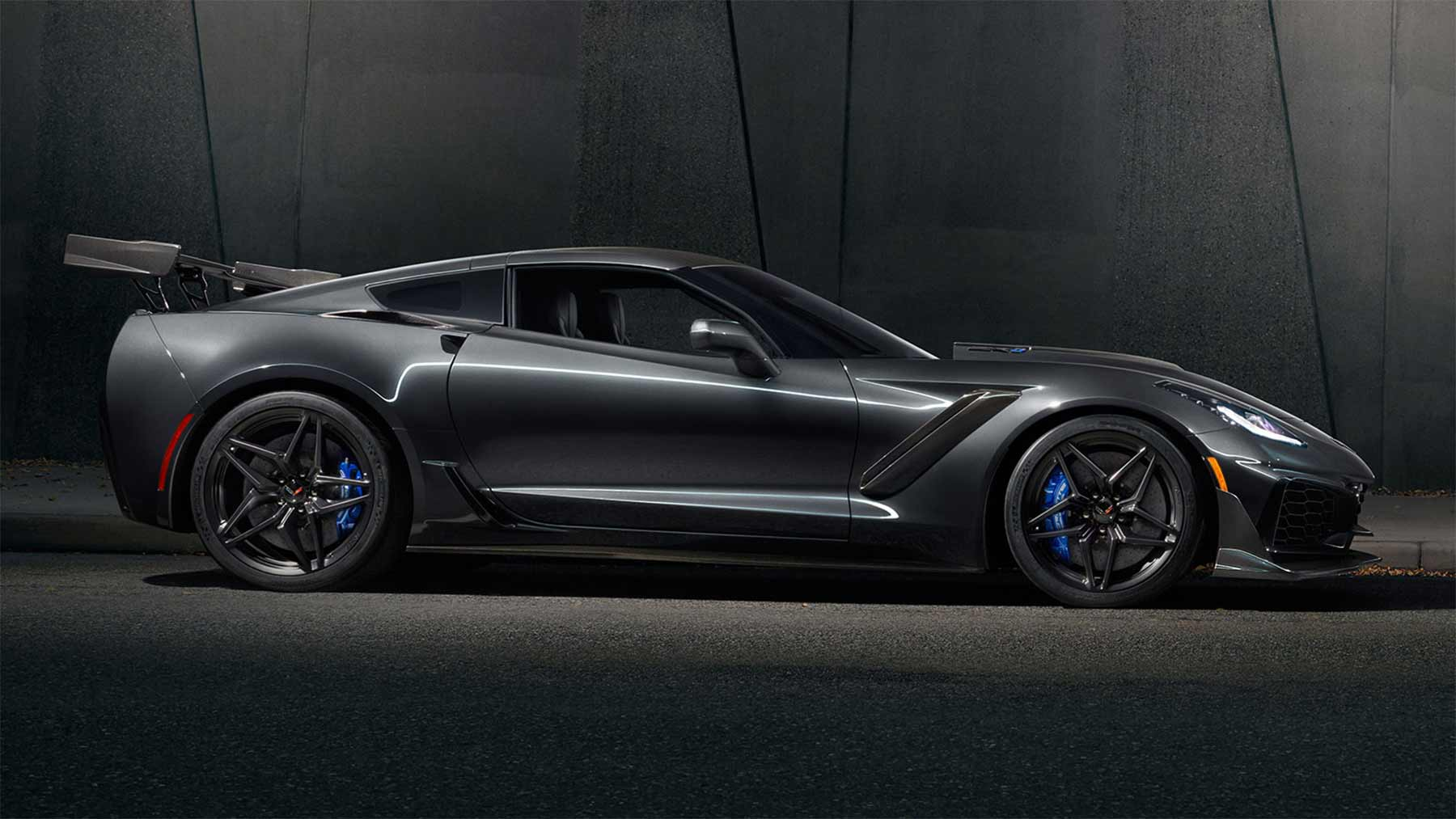 2019 Chevy Corvette ZR1 2019-Chevy-Corvette-ZR1_02
