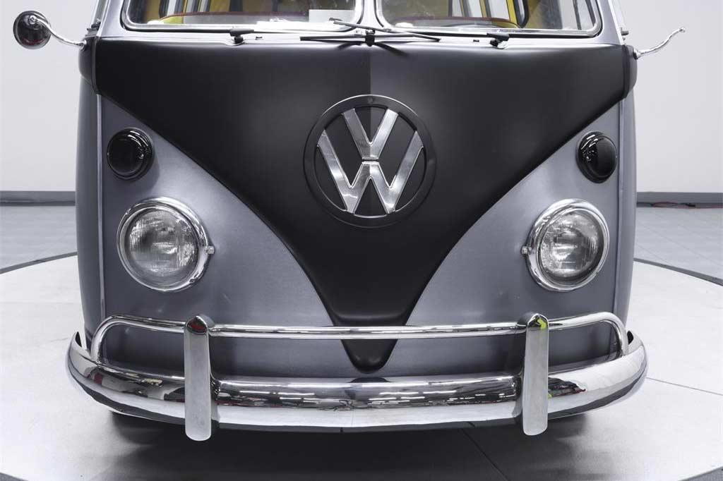 Dieser coole VW T1-Bulli fährt zurück in die Zukunft Back-To-The-Future-VW-T1-Bulli_09