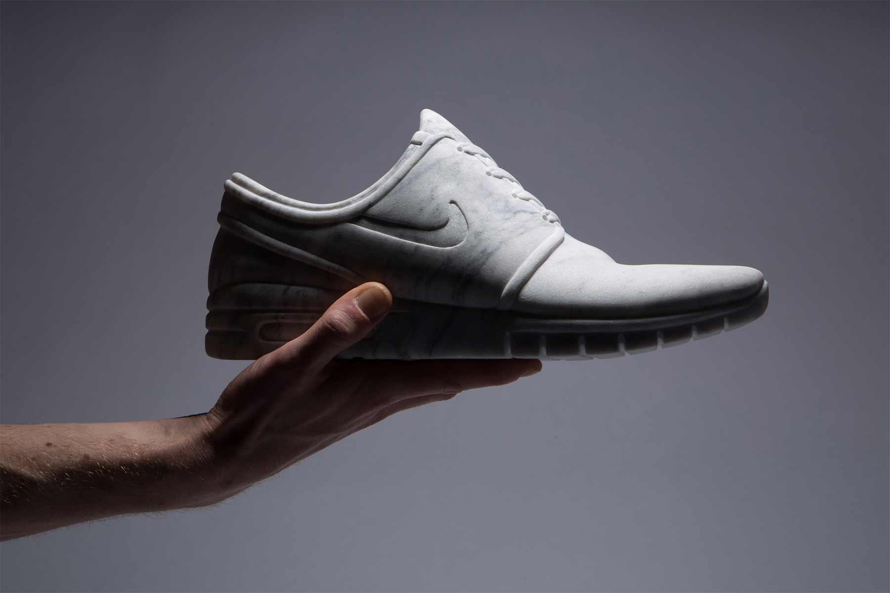 Sneaker aus Marmor Marmor-Sneaker_Alasdair-Thomson_02