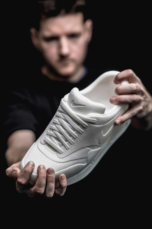Sneaker aus Marmor Marmor-Sneaker_Alasdair-Thomson_07