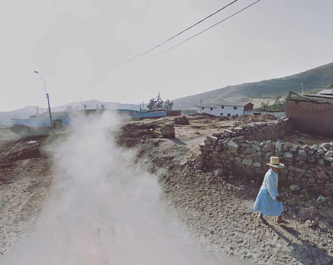 Frau traut sich nicht raus und bereist mit Street View die Welt The-Agoraphobic-Traveller_02
