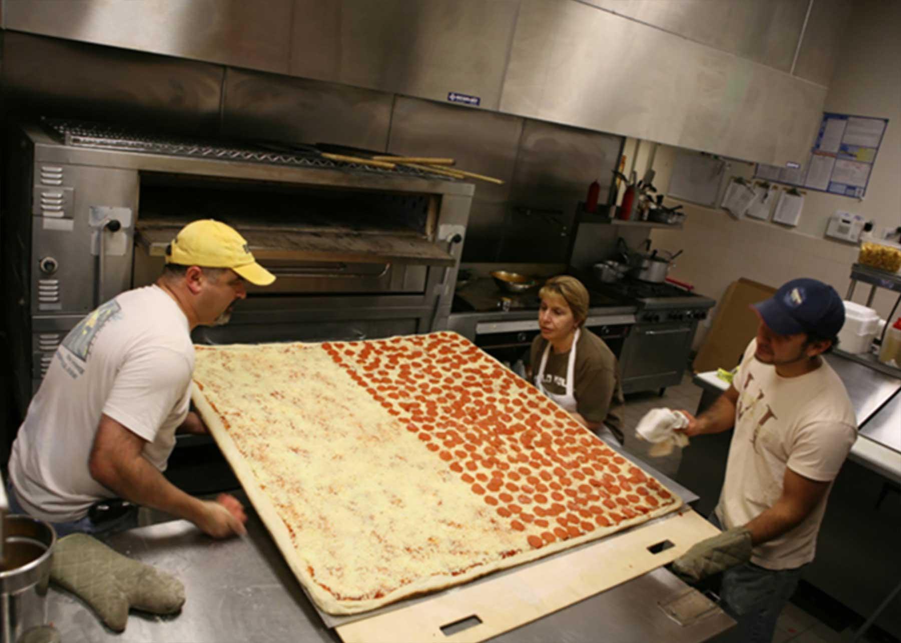 Die größte Lieferpizza der Welt big-mamas-groesste-lieferpizza-der-welt_02