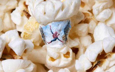 Filmmotive auf Popcorn gemalt