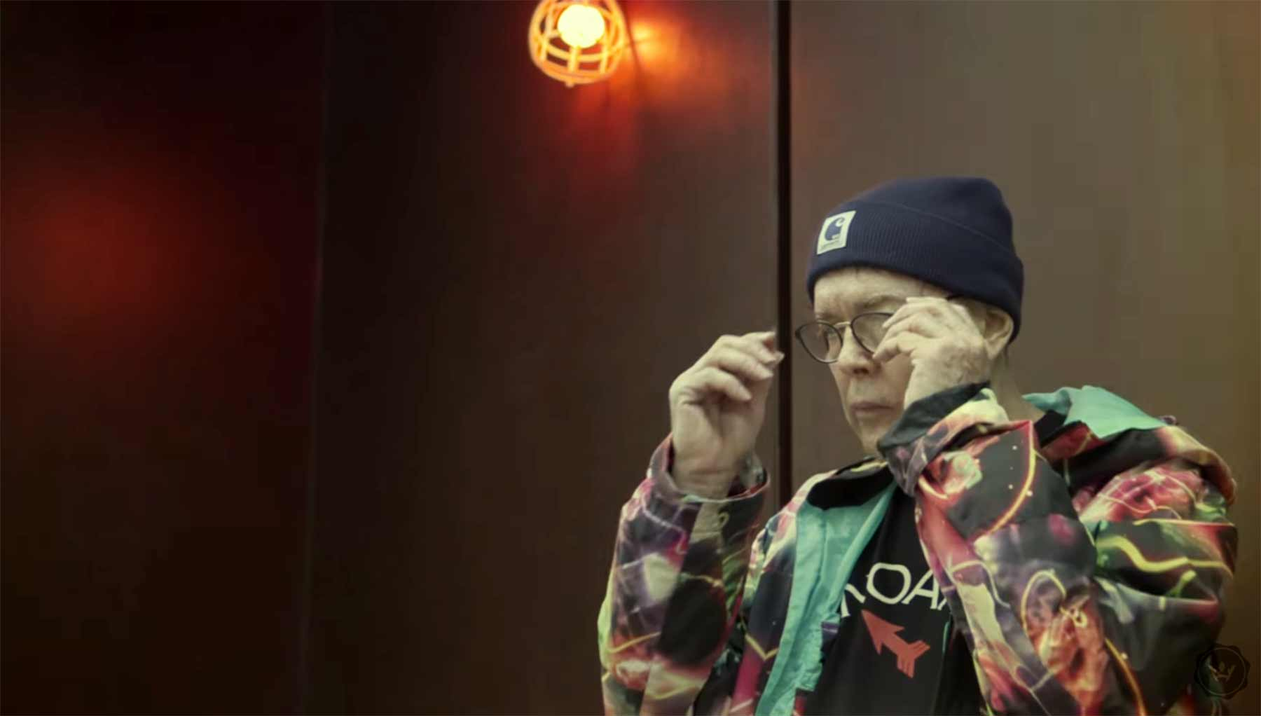 Der 73-jährige Charles Allcroft lebt Streetwear