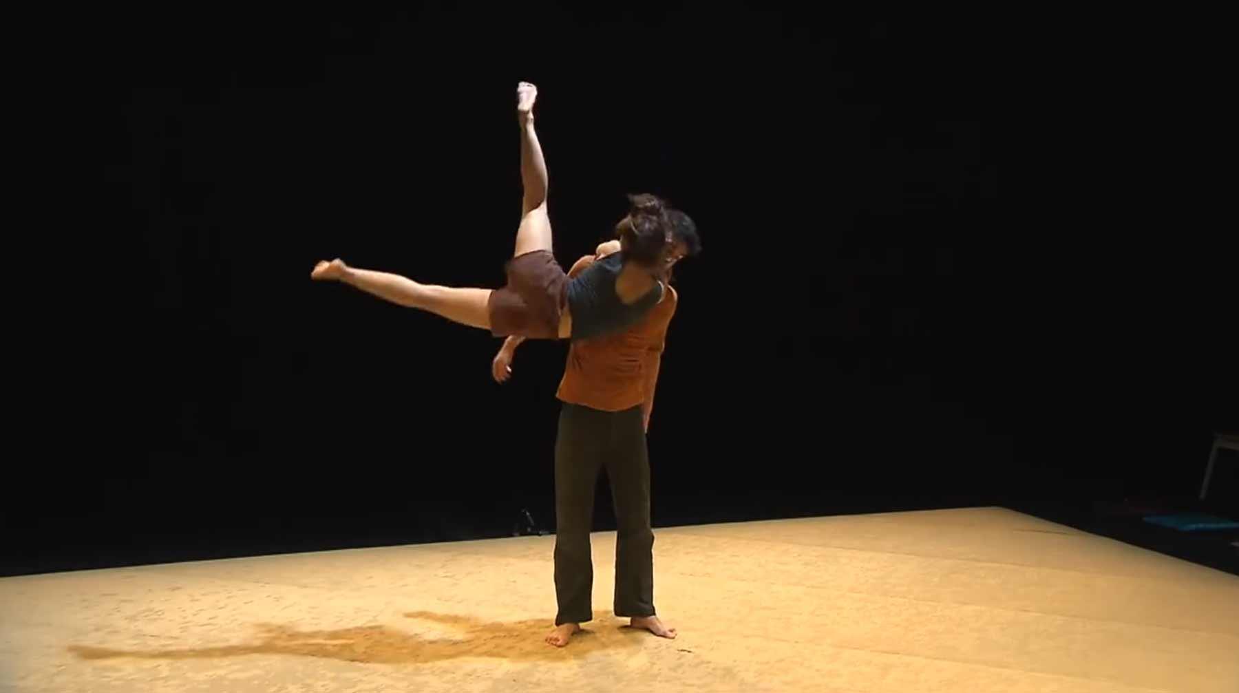 Der mit der flüssigen Frau tanzt Justine-Berthillot-et-Frederi-Vernier-dance-Noos