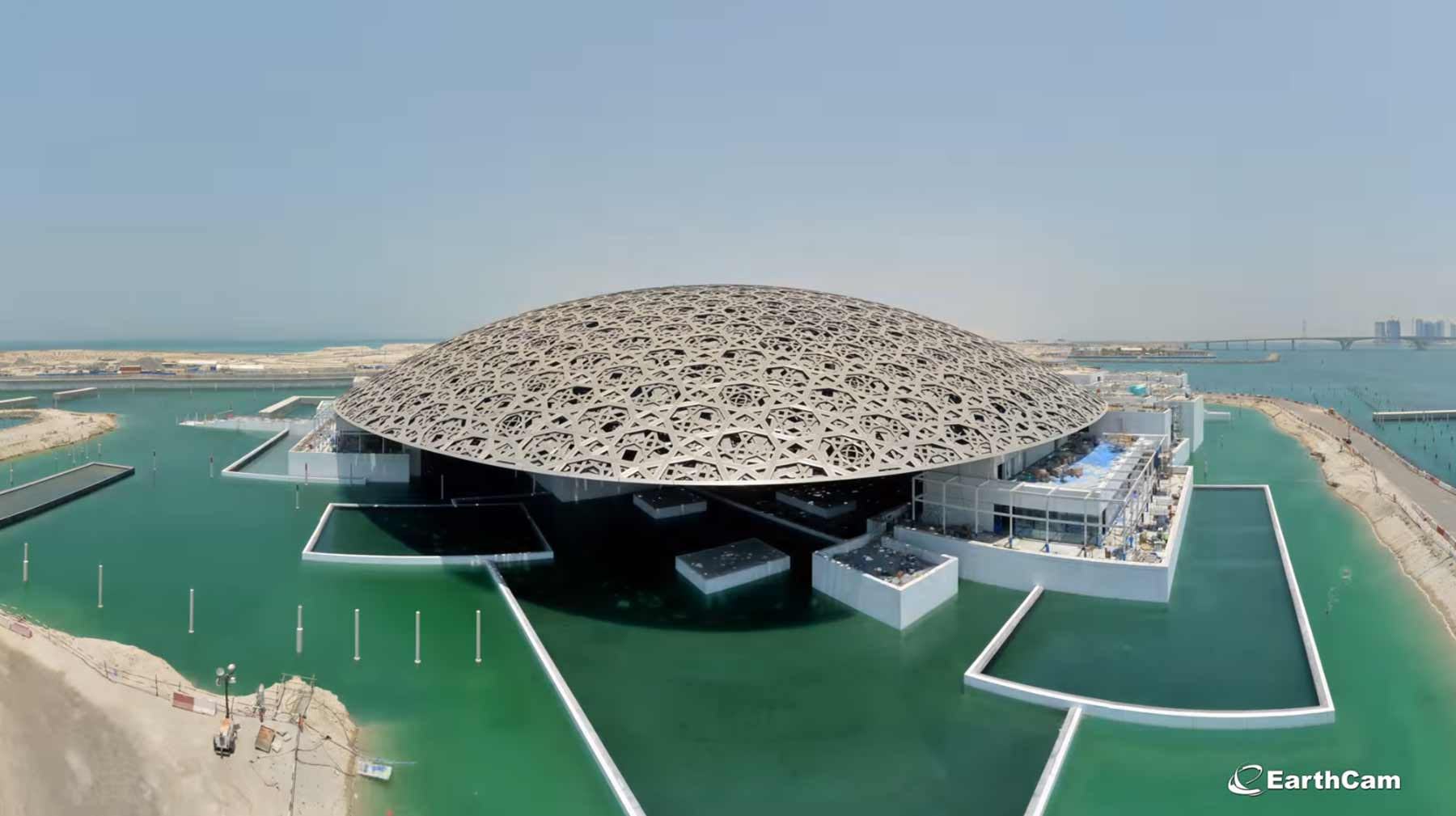 Timelapse: Der achtjährige Bau des Louvre Abu Dhabi