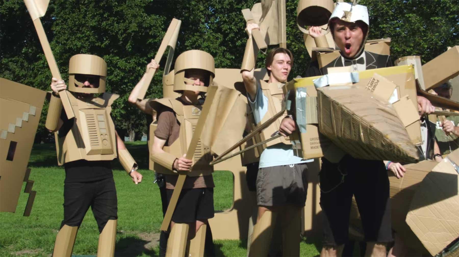 """""""Boxwars"""" ist eine Schlacht mit Pappe boxwars"""