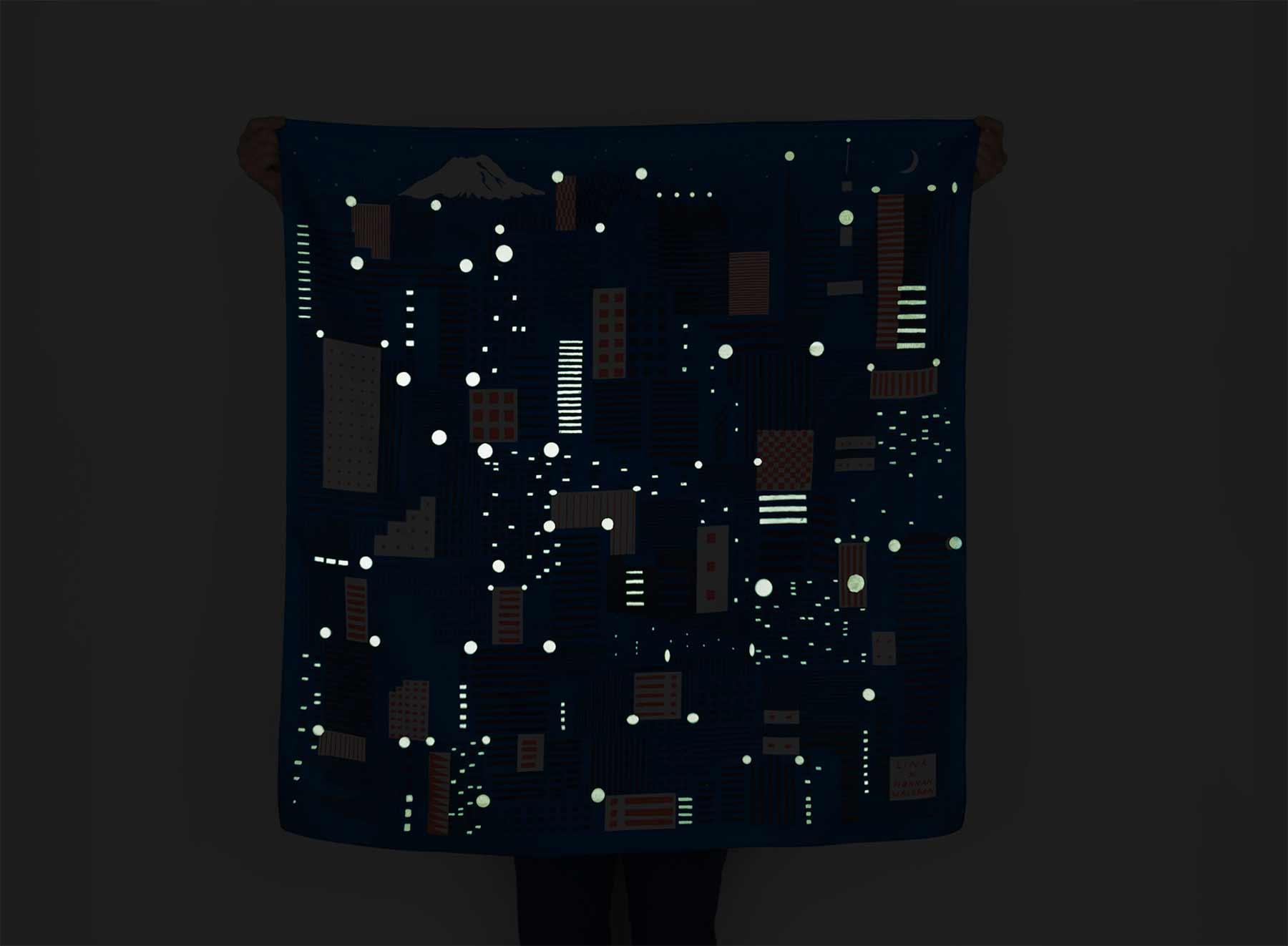 Glow-in-the-Dark-Tuch zeigt Tokios Lichter glow-in-the-dark-tuch-schal-tokio_05