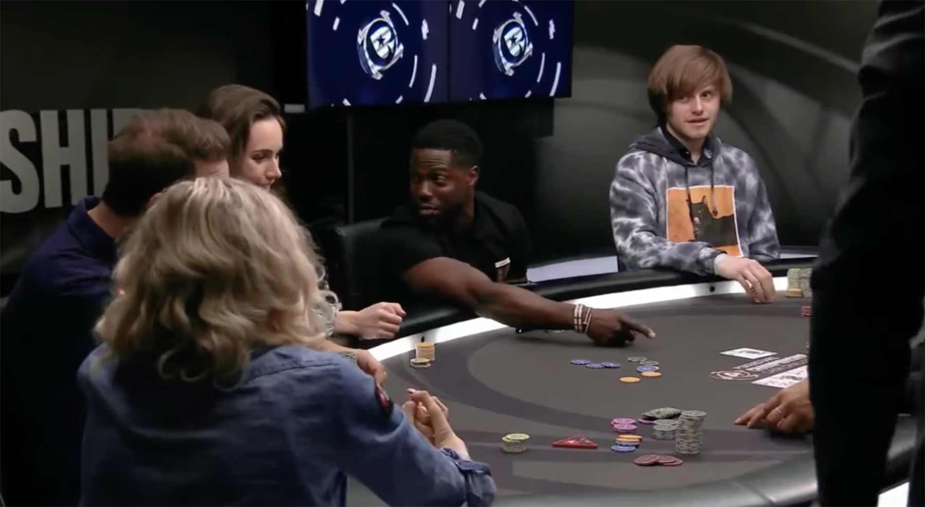 Kevin Hart erkennt seine Pokerhand falsch und gewinnt dennoch