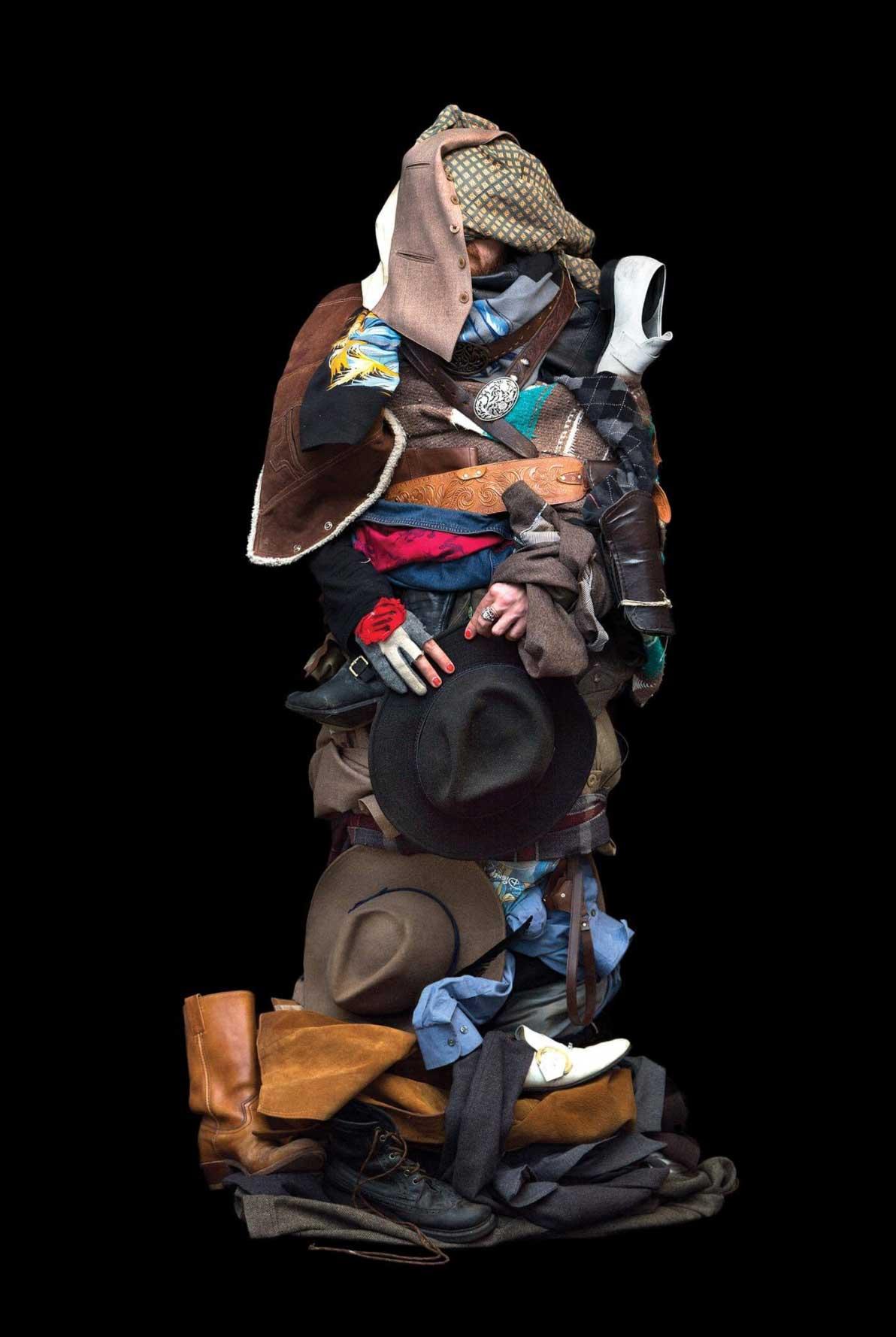 Leute, die ihre komplette Garderobe gleichzeitig tragen Libby-Oliver_soft-shells_01