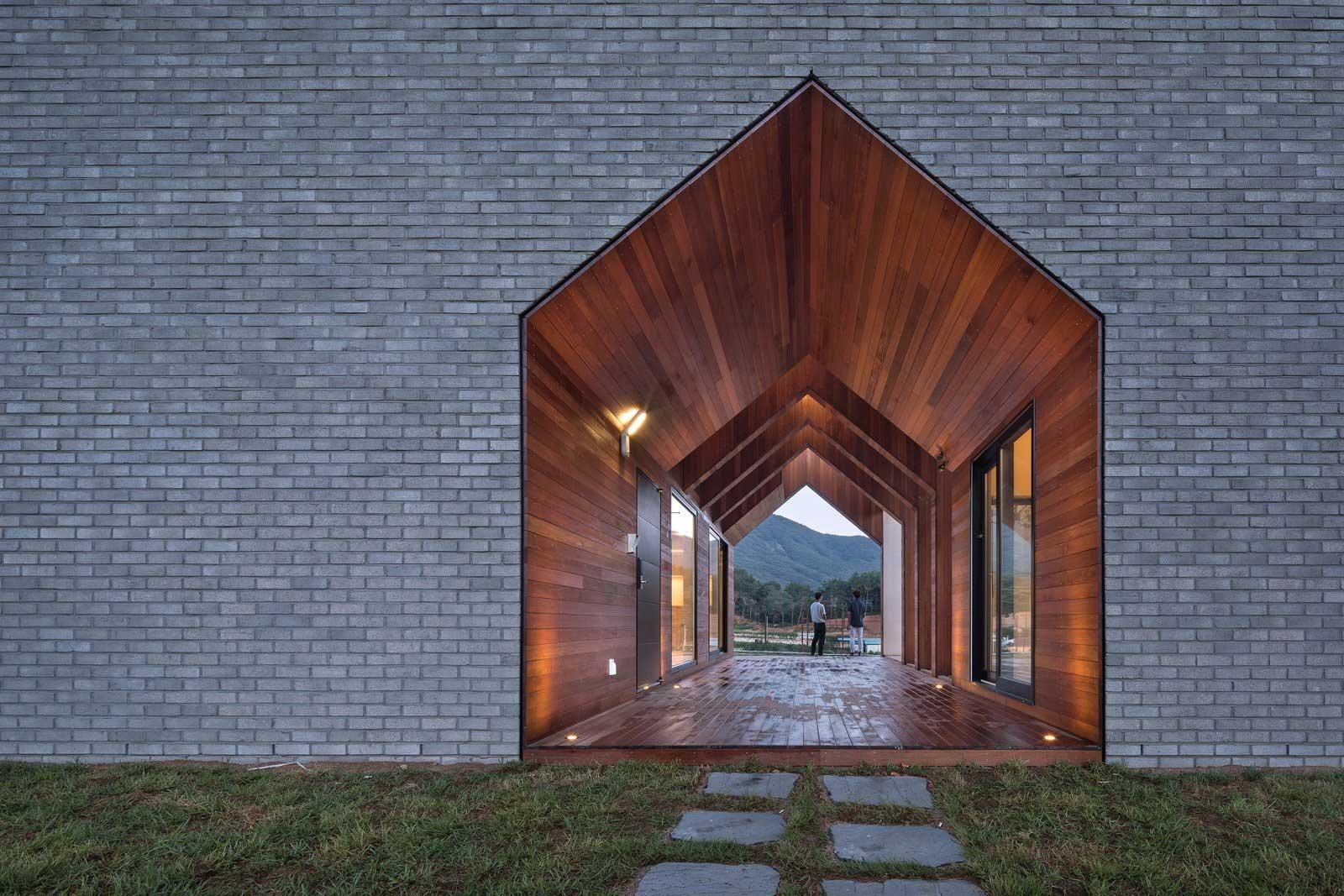 Ein Haus mit Durchgang in Hausform Rieuldorang-Atelier-haus_02