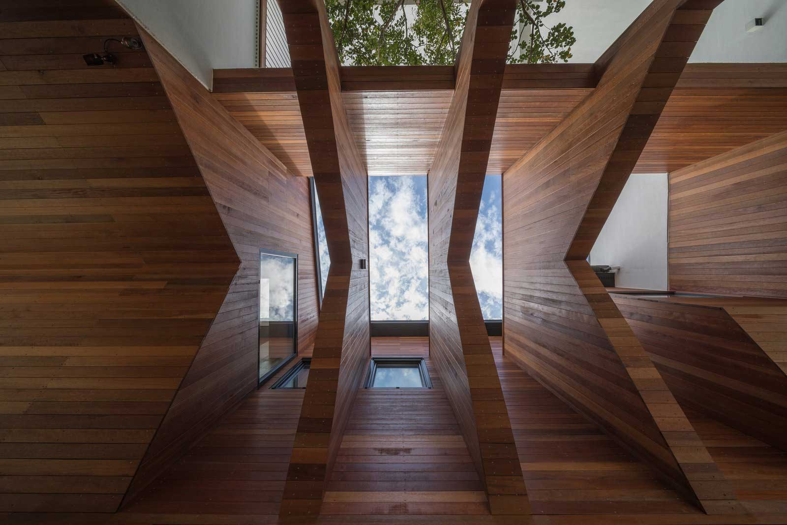 Ein Haus mit Durchgang in Hausform Rieuldorang-Atelier-haus_03
