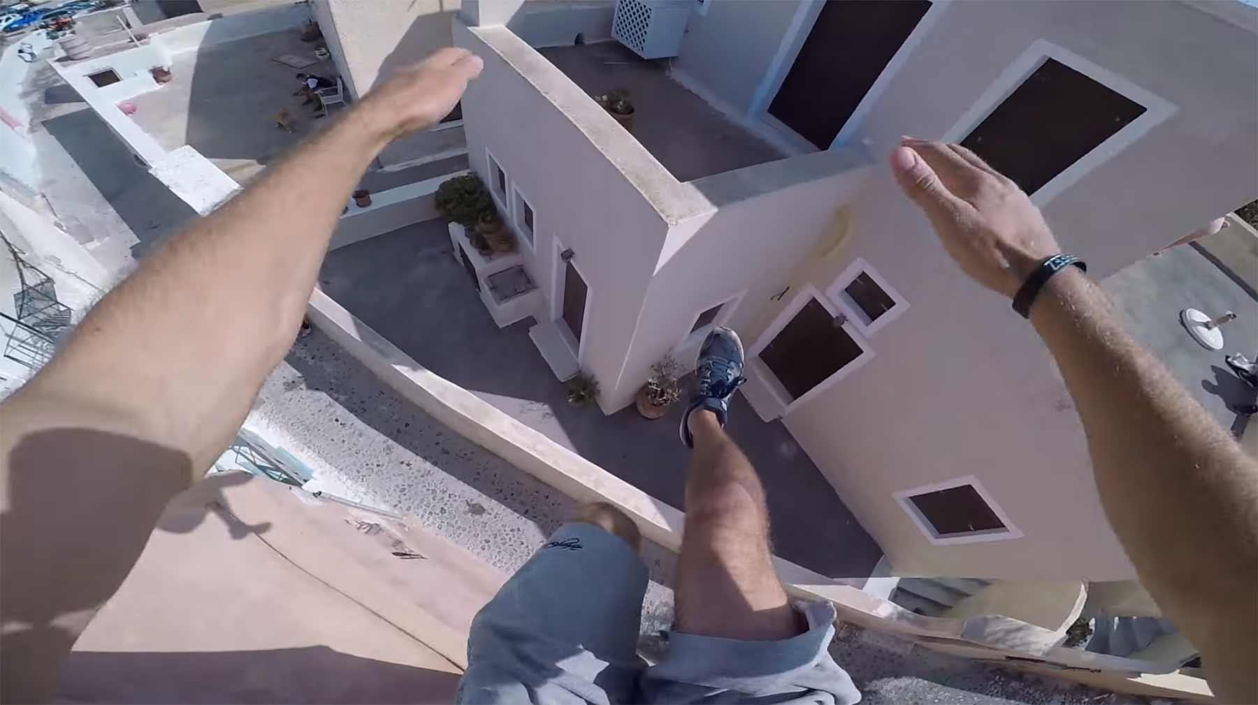 POV-Parkour über die Dächer Santorinis