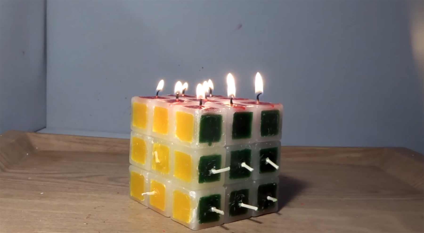 Einen brennenden Kerzen-Zauberwürfel lösen