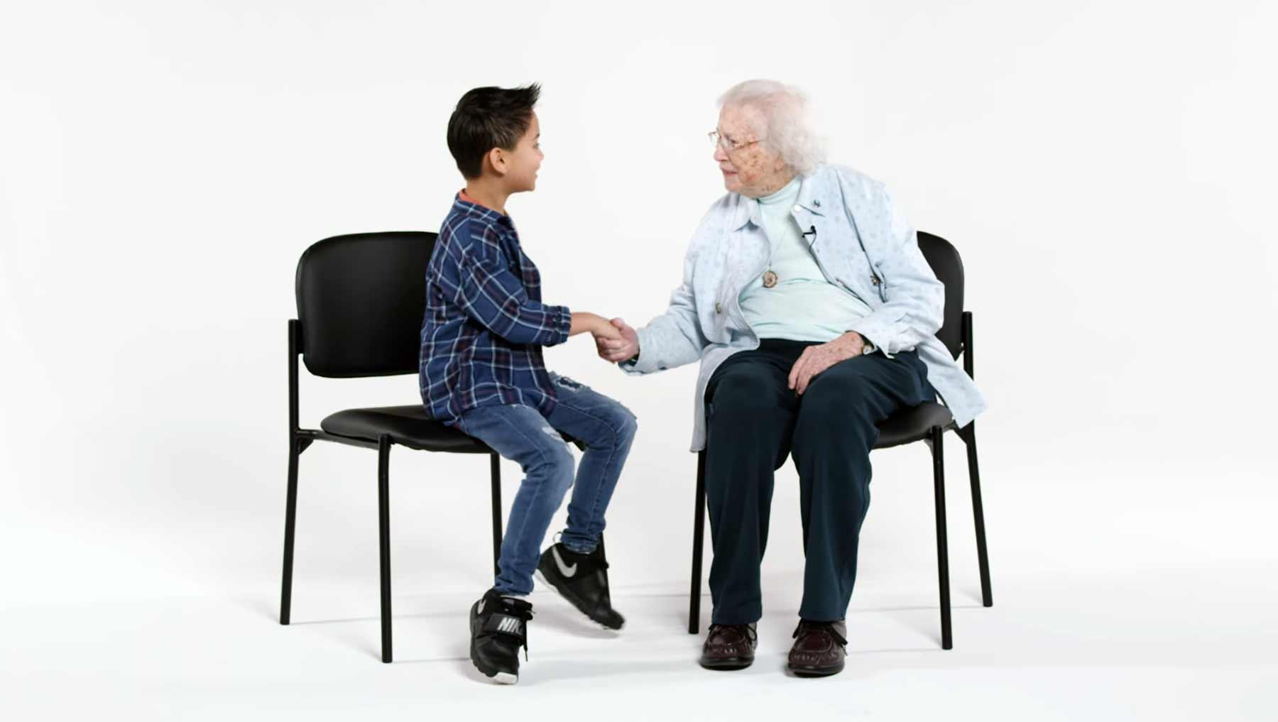 Kinder treffen eine 101-jährige Dame kinder-treffen-101-jaehrige