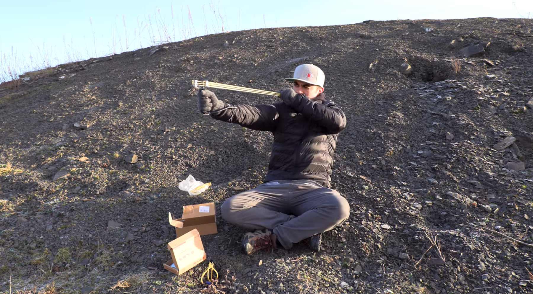 Mike Boyd lernt, eine Steinschleuder zu benutzen mike-boyd-steinschleuder