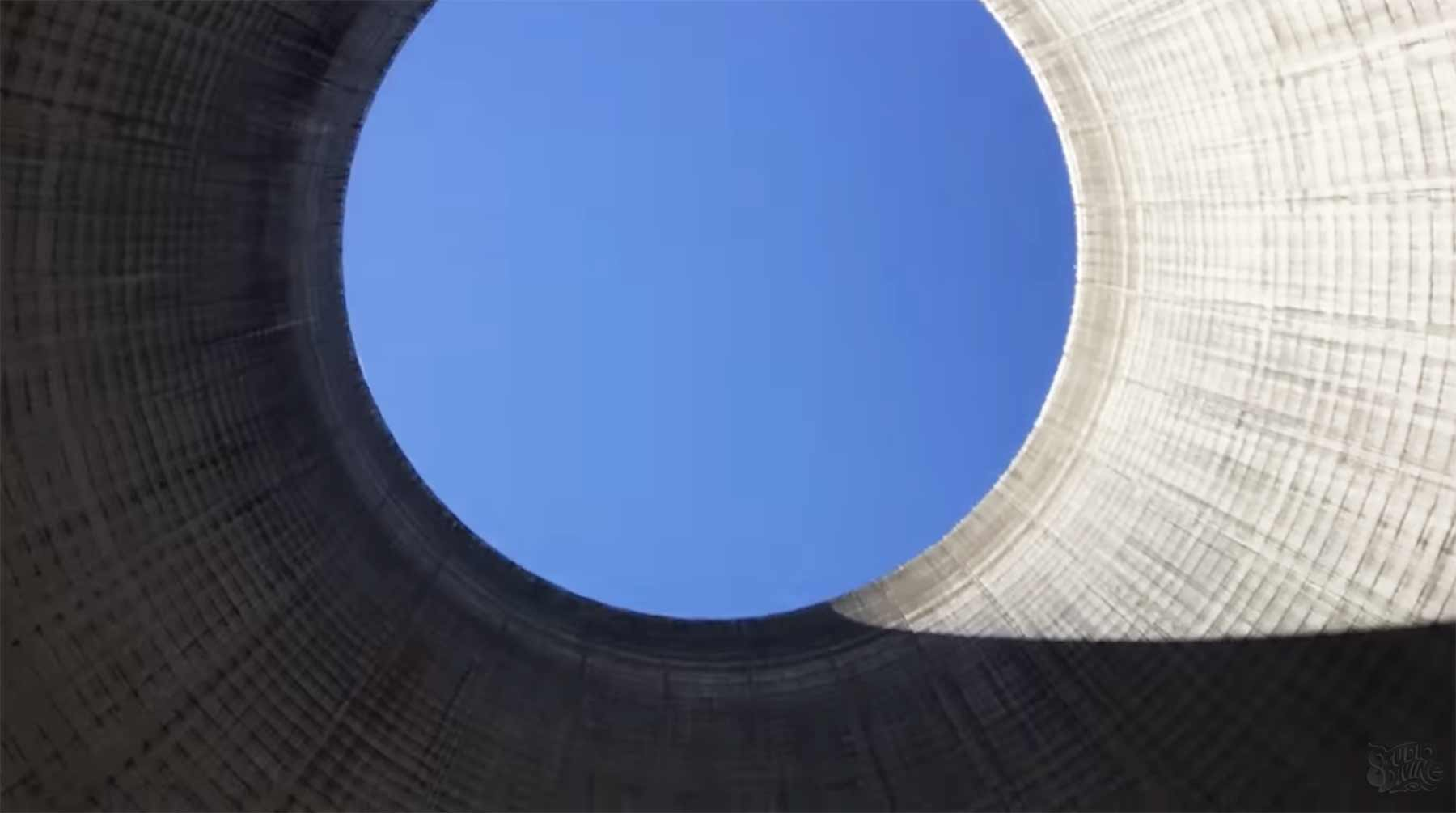 So cool klingt eine Snare in einem Kraftwerkskühlturm