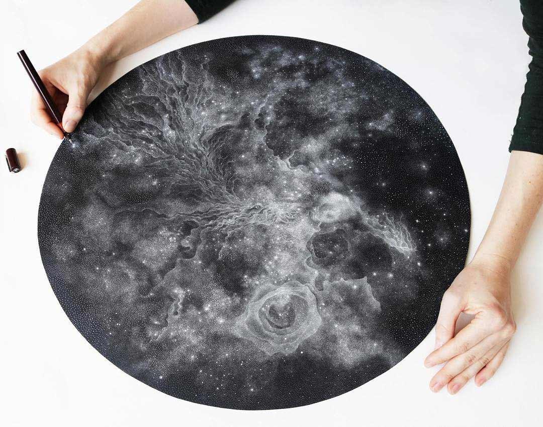 Galaxien aus tausenden weißen Punkten Petra-Kostova-pet-and-dot_01