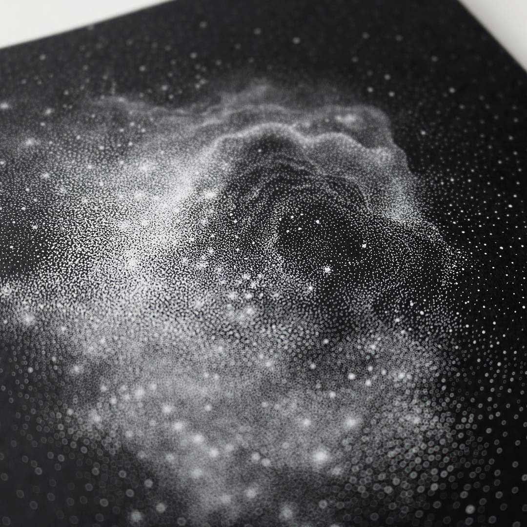 Galaxien aus tausenden weißen Punkten Petra-Kostova-pet-and-dot_02