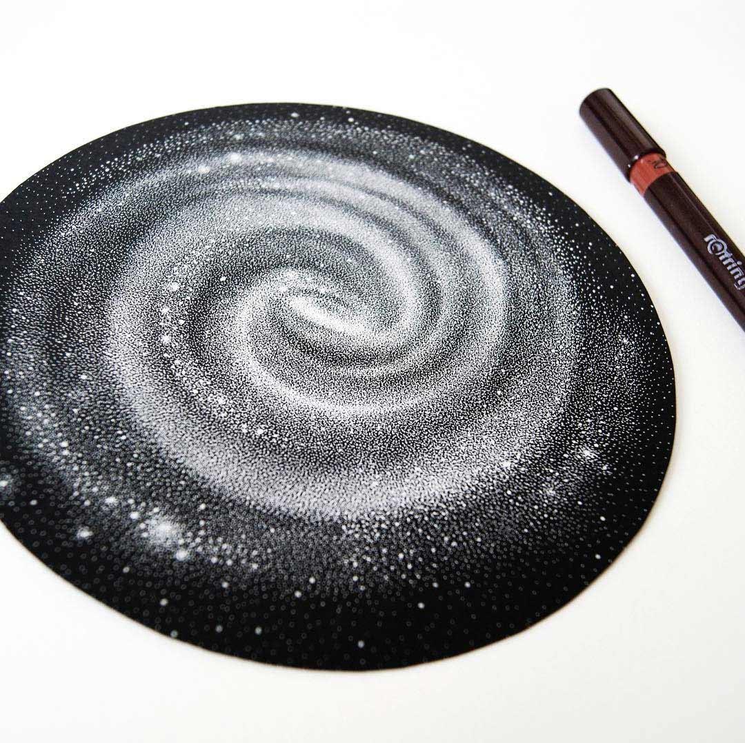Galaxien aus tausenden weißen Punkten Petra-Kostova-pet-and-dot_05
