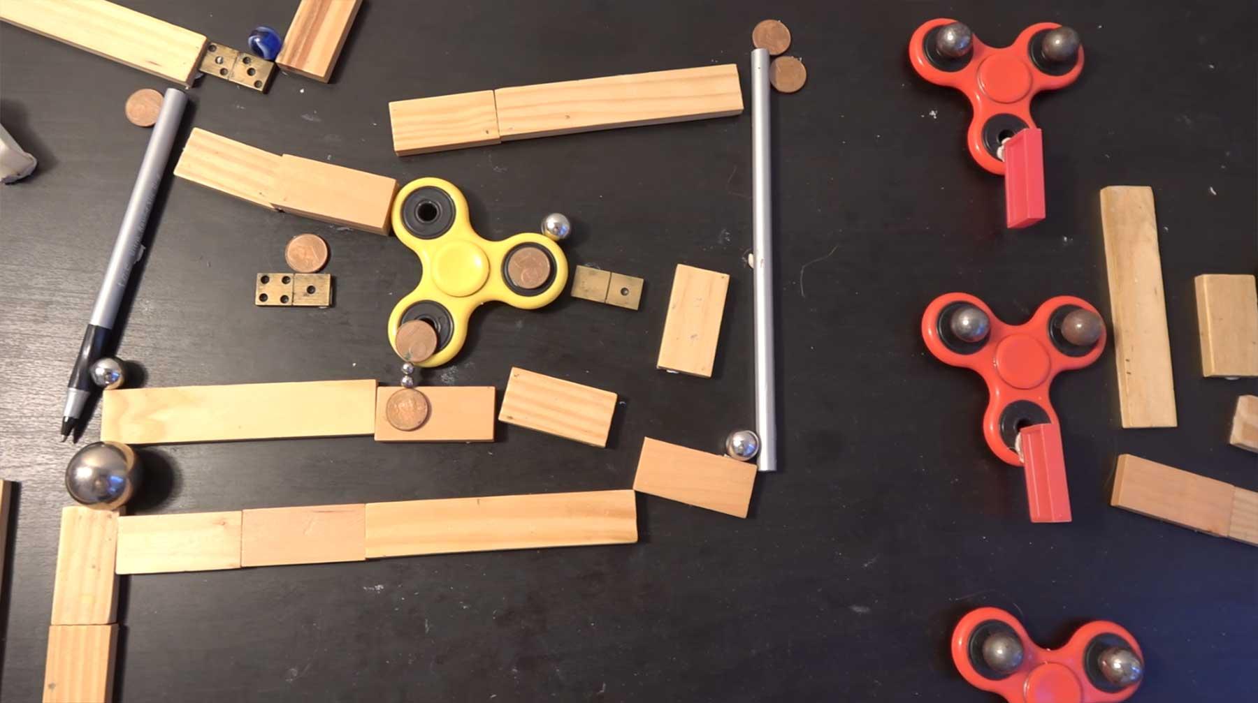Kettenreaktion mit Fidget Spinnern fidget-spinner-kettenreaktion-murmelbahn