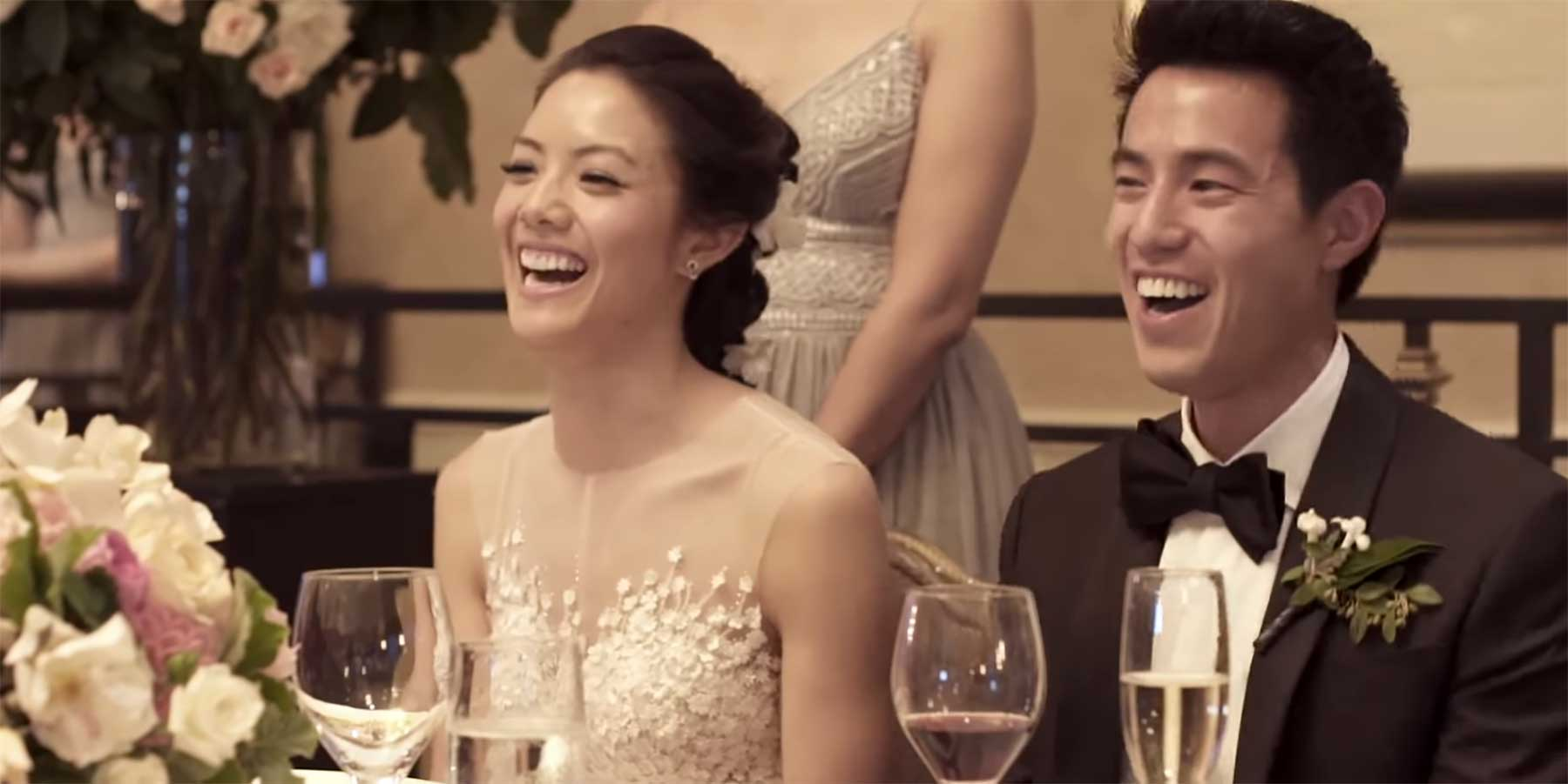 Experte für Firmenzusammenschlüsse zeigt auf Hochzeit eine Analyse zum Brautpaar