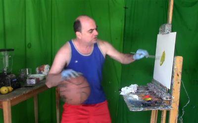 Gleichzeitig Basketballspielen, Malen und Limonade machen