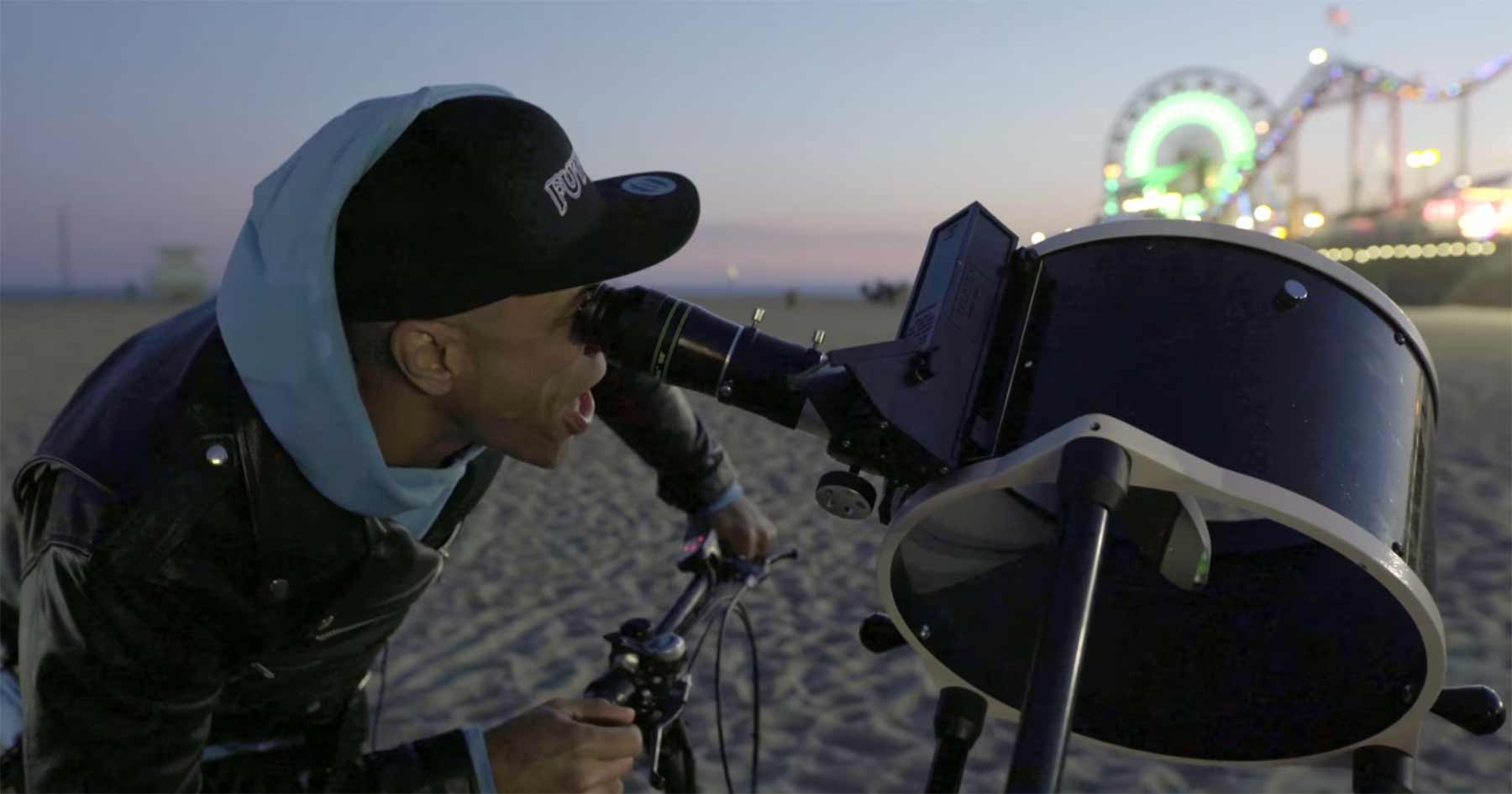 Ein Mondblick durchs öffentliche Teleskop hebt die Gemüter