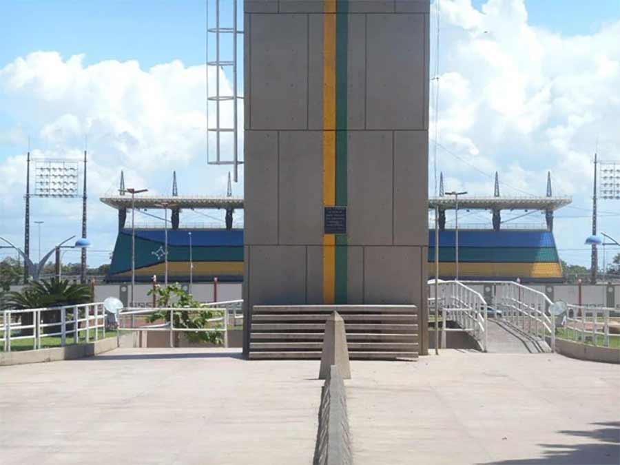 Die Mittellinie dieses Fußballstadions liegt exakt auf dem Äquator Estadio-Zerao_02